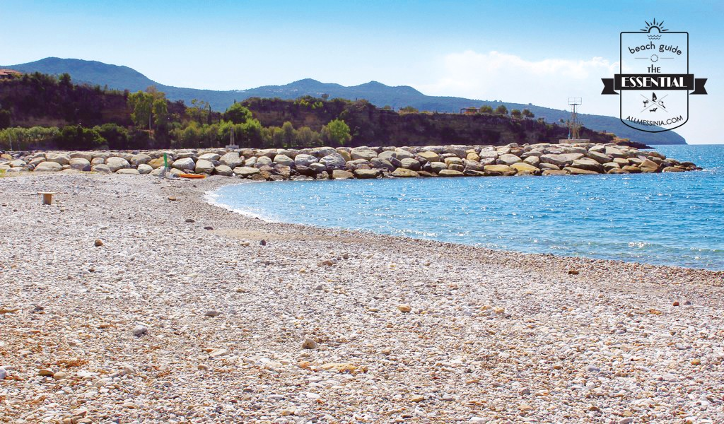 Akrogiali Avias Beach - The coastline is divided in smaller bays by manmade wave breakers