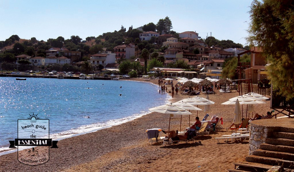 Finikounda beach - organised with sunbeds, showers and cafes