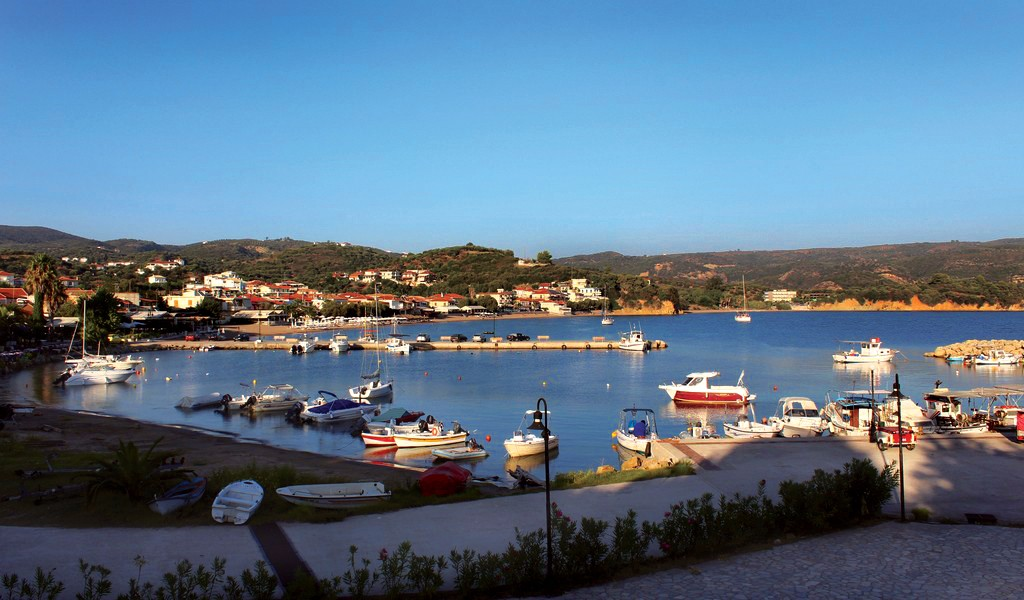 Finikounda beach - the small harbor
