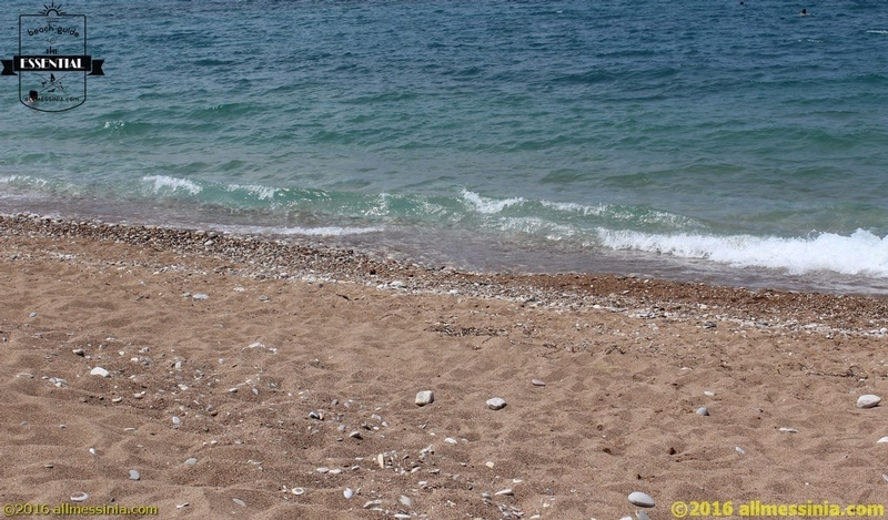 Kalo Nero Beach Kyparissia - Golden sand with small pebbles and green blue sea
