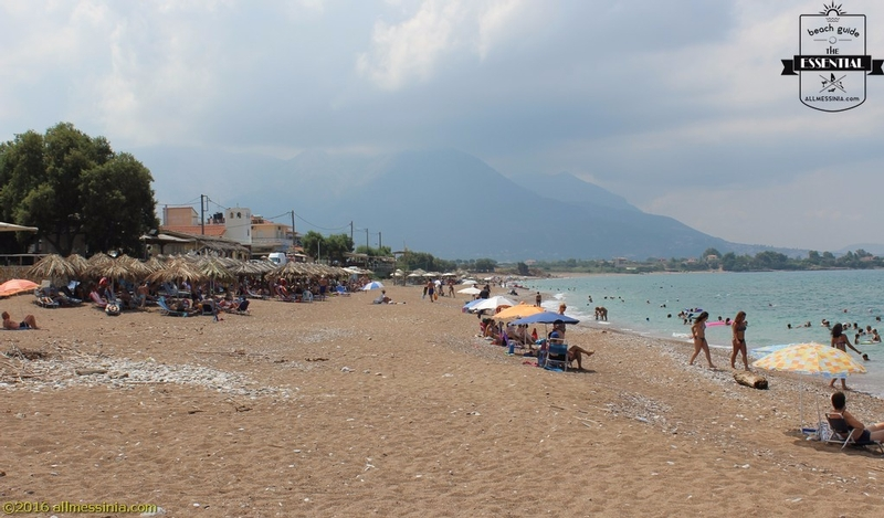Kalo Nero Beach Kyparissia - Beach bar aand sun loungers
