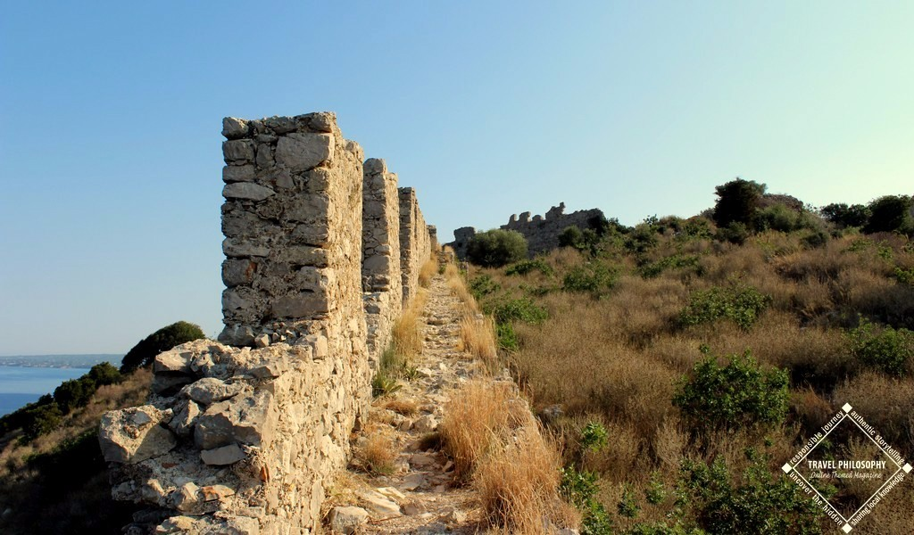 Old Navarino Castle - Keep on the center as walk on the defensive walls