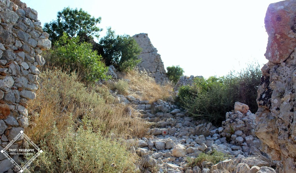 Old Navarino Castle - The RIGHT path way to NorthEast Corner