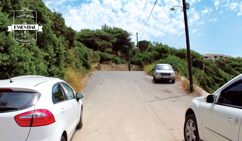 Vromoneri beach - The road access, parking by the sides
